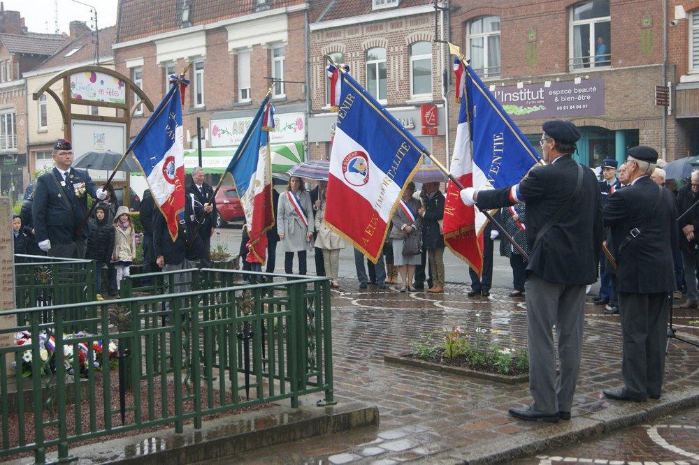Une manifestation rehaussée par la présence des autorités militaires, des sapeurs-pompiers, des écoles, de l'harmonie et des anciens combattants.
